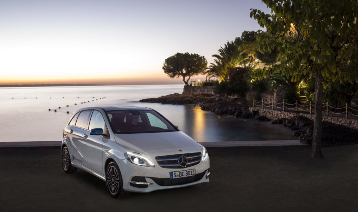 Campionii Angliei primesc câte un Mercedes-Benz B-Class Electric Drive