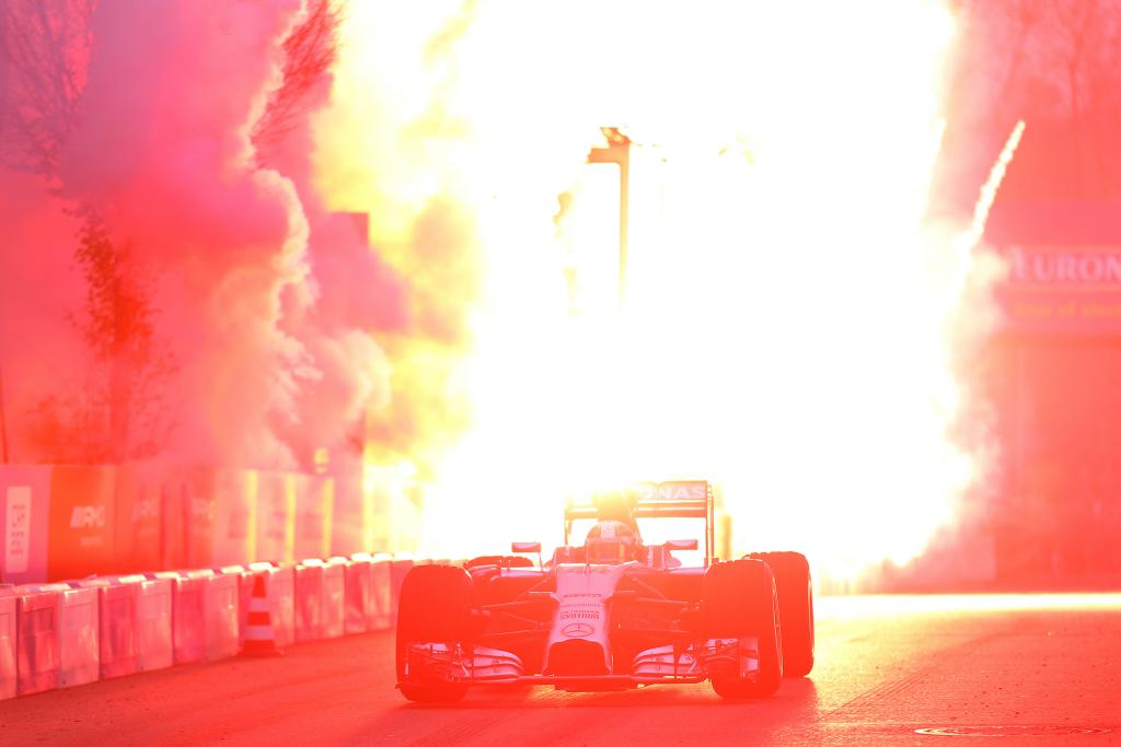 Petrecere Mercedes AMG Petronas