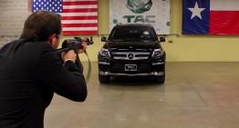 Mercedes-Benz GL blindat rezistă gloanțelor unui AK-47