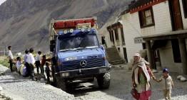 O călătorie prin inima munților Himalaya cu Unimog 1300 L