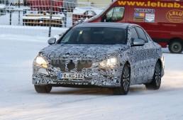 Noul Mercedes-Benz E-Class, spionat în timpul testelor pe zăpadă
