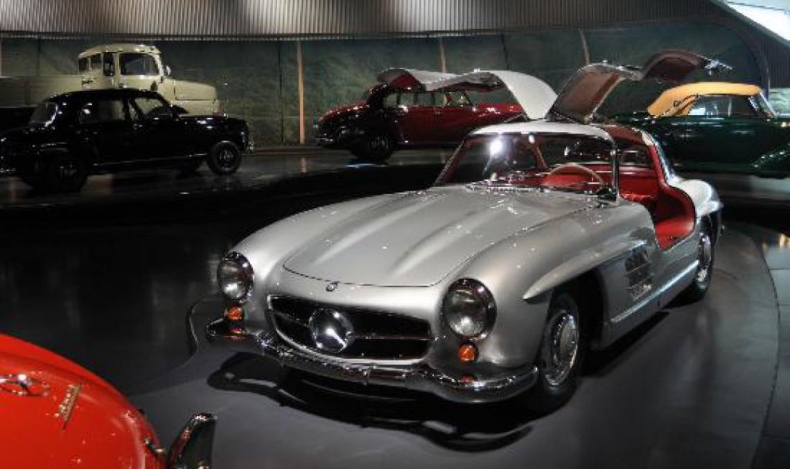 Prima mașină cu airbag la Muzeul Mercedes-Benz
