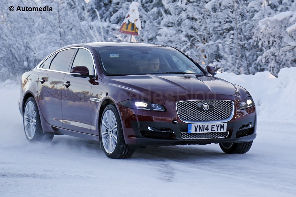 SPIONAT: Jaguar XJ facelift surprins în timpul testelor pe zăpadă