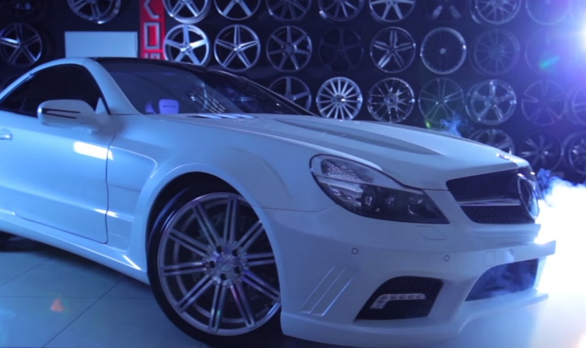 Vossen transformă un Mercedes-Benz SL în vedetă. VIDEO