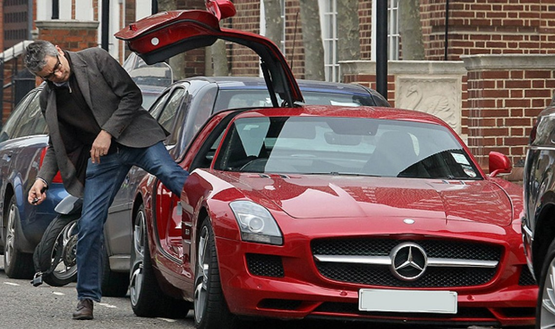 Mr. Bean conduce un Mercedes SLS AMG – Asta nu e comedie!