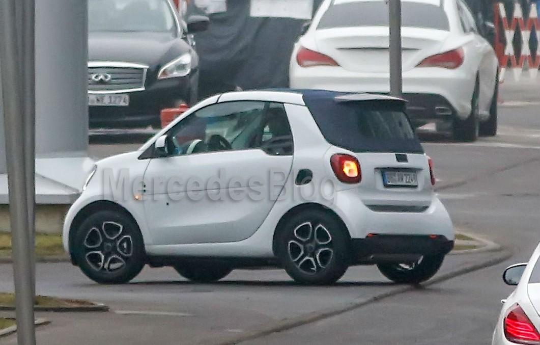 smart fortwo cabrio: cu plafon textil din 2016