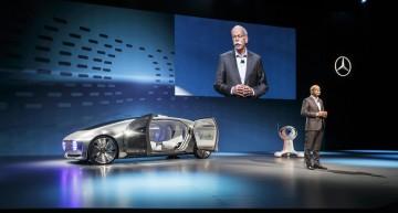 """Zetsche atacă Sillicon Valley: """"Google nu e producător auto"""""""