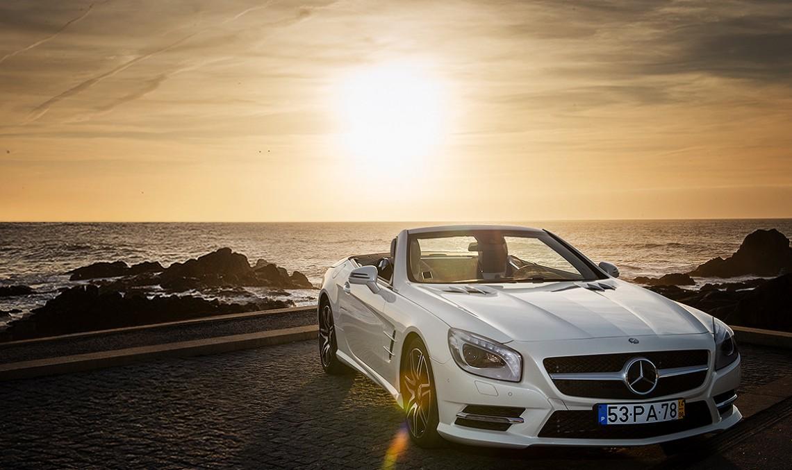 Joga bonito în Porto cu un Mercedes-Benz SL