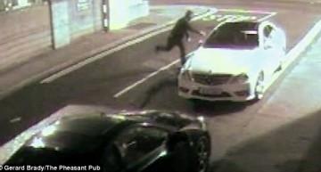 Un Mercedes lovește hoțul cu o cărămidă într-un video super amuzant