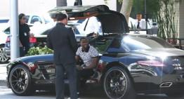 Kevin Hart și al său Mercedes-Benz SLS AMG