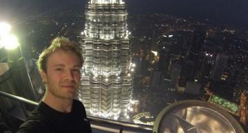 Rosberg o ia la fugă pe scări. Nu merge liftul?