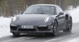 Porsche 911 Turbo Facelift spionat nedeghizat. Noul interior dezvăluit