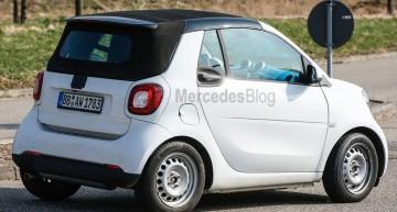 Fotografii spion: smart ForTwo Cabrio își arată plafonul textil