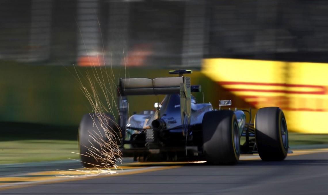 F1 Australia: Mercedes domină, Hamilton in pole