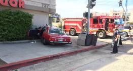 VIDEO: O bunicuță de 86 de ani a intrat cu Mercedes-ul în magazin