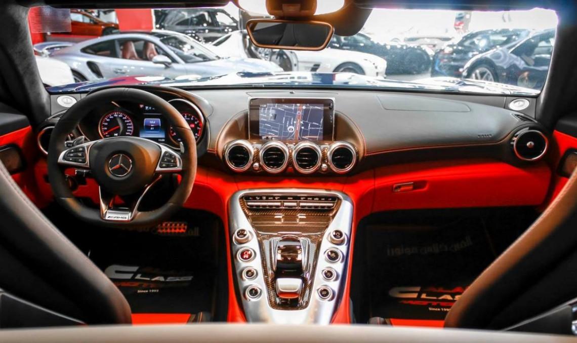 Bestia albastră cu interior din piele roșie la Dubai: Mercedes-AMG GT S