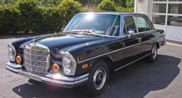 Clint Eastwood donează un Mercedes