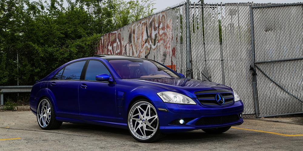 Marele albastru S-Class. Cât de albastru e prea albastru?