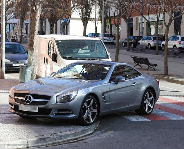 "Shakira își parchează Mercedes-ul ""Whenever, Wherever"""