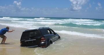 Off-road extrem! SUV-ul nu este o barcă!