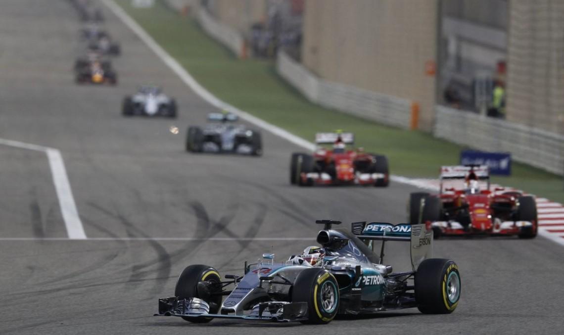 Bahrain F1: Hamilton câștigă, Raikkonen termină pe locul doi