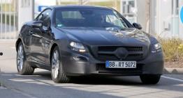 Noi fotografii spion ale viitorului roadster Mercedes-Benz SLC
