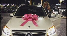 Floyd Mayweather îi dăruiește iubitei un SUV Mercedes