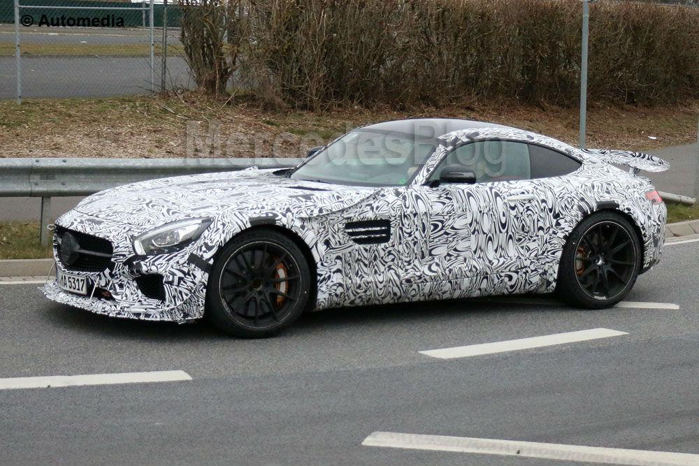 Super mașina Mercedes-AMG GT 3, filmată în versiunea stradală