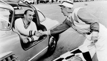 Paul O'Shea wird 1955 in den USA auf dem Mercedes-Benz Typ 300 SL (W 198 I) Sportwagenmeister des SCCA Class D (Sports Car Club of America).