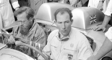 Mille Miglia (Brescia/Italien), 1. Mai 1955. Die späteren Sieger Stirling Moss und Denis Jenkinson vor dem Rennen in ihrem Mercedes-Benz 300 SLR.//Mille Miglia (Brescia/Italy), 1 May 1955. The subsequent race winners Stirling Moss and Denis Jenkinson pictured before the race in their Mercedes-Benz 300 SLR.