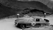 Rallye Lüttich-Rom-Lüttich, 17. bis  22. August 1955. Der Sieger Oliver Gendebien mit Mercedes-Benz Typ 300 SL (W 198 I).