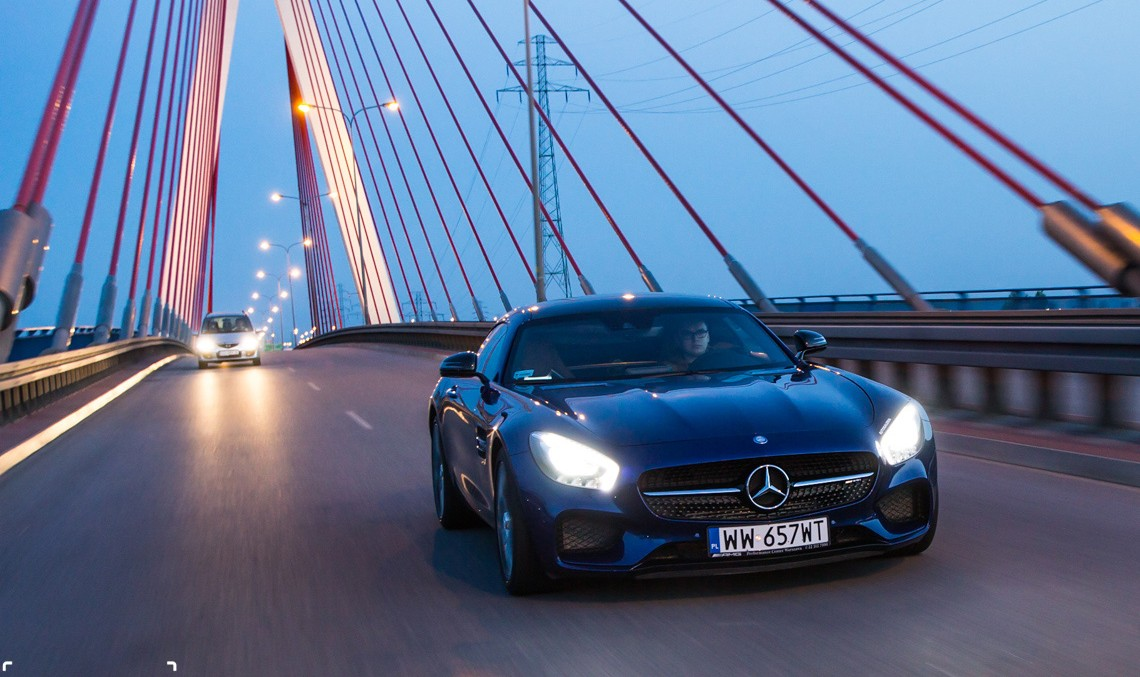 Clipul care te face să-ți dorești un Mercedes-AMG GT