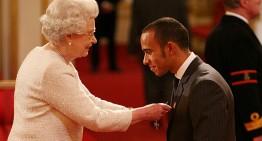 Hamilton nu respectă protocolul regal și este certat de Regina Angliei