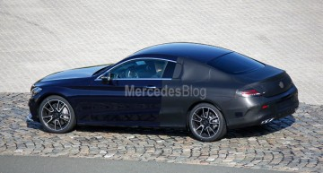 Noul Mercedes-Benz C-Class Coupe filmat în mișcare