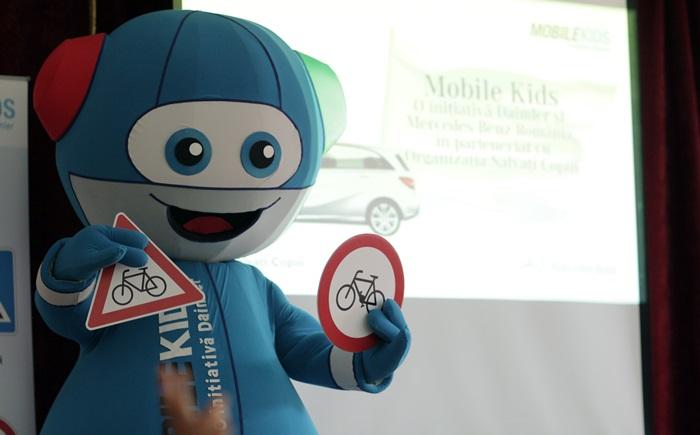 Copiii învață reguli de siguranță rutieră de la Mercedes-Benz România