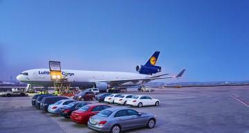 Câte mașini Mercedes-Benz încap într-un avion?