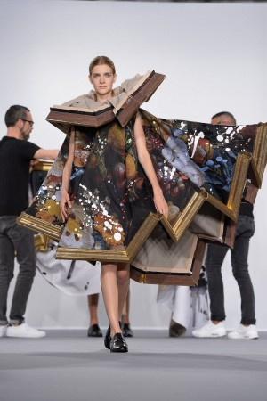 Bizarre fashion framed