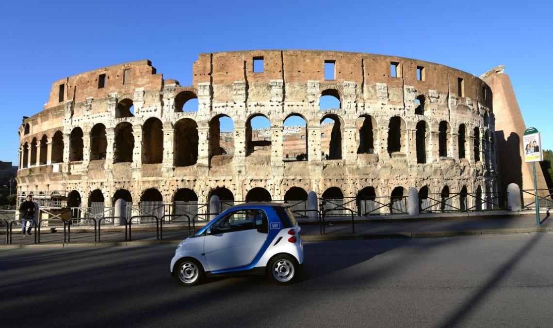 Car2Go renunță la suburbiile Romei din cauza actelor de vandalism