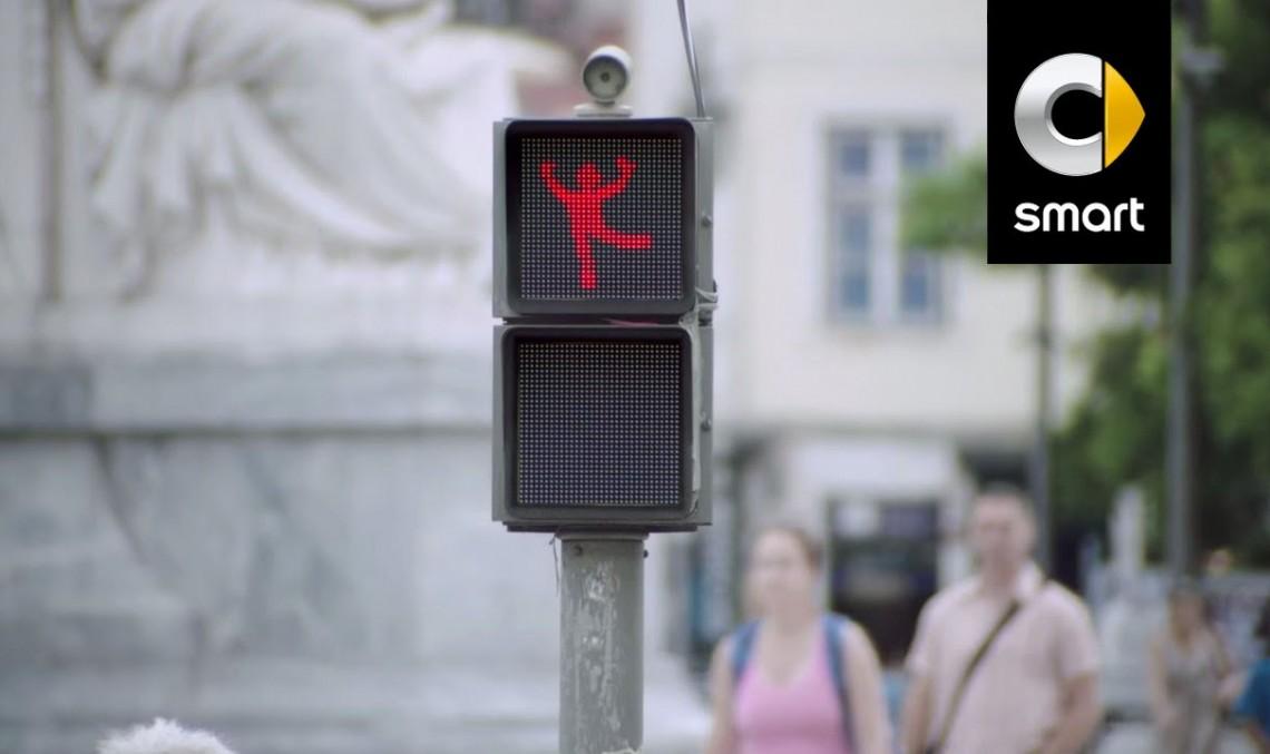 smart ne face așteptarea mai ușoară cu semafoare dansatoare