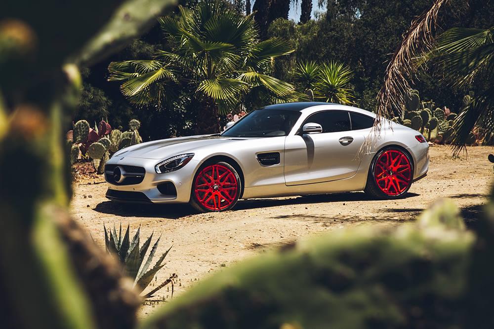 Mercedes-AMG GT S cu jante roșii Forgiato
