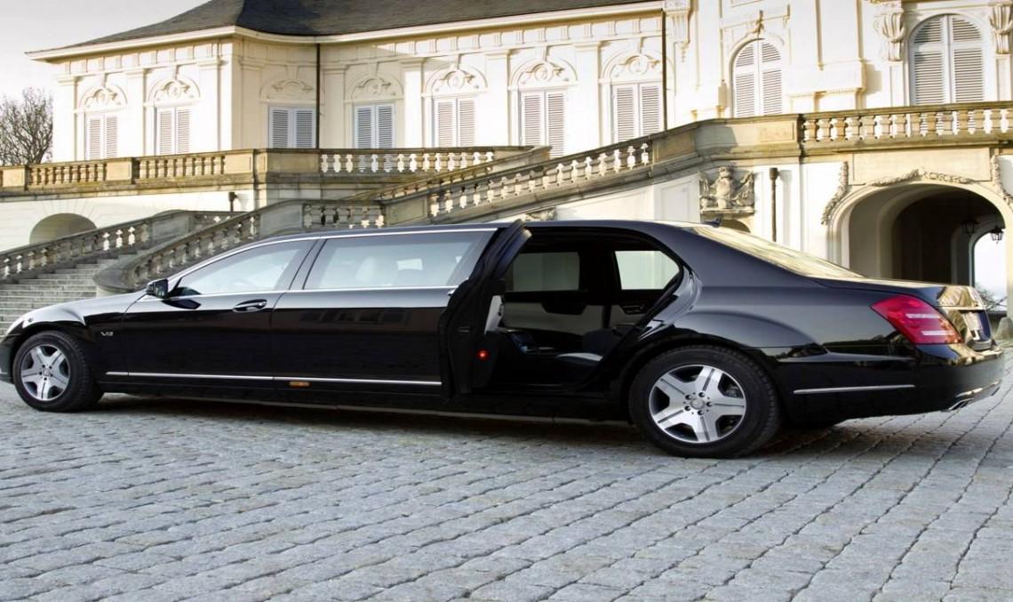 Iohannis are mașină mai bună! Președintele Nigeriei are un Mercedes vechi