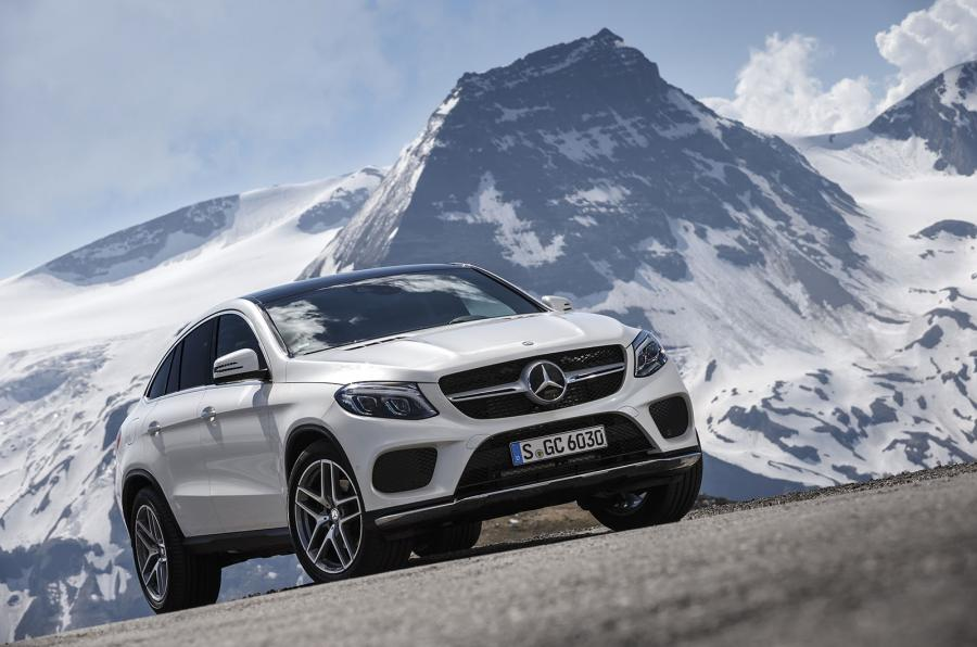 Hamilton face reclamă la Mercedes-Benz GLE Coupe