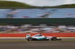 Marea Britanie F1: Hamilton se impune la capătul unei curse nebune