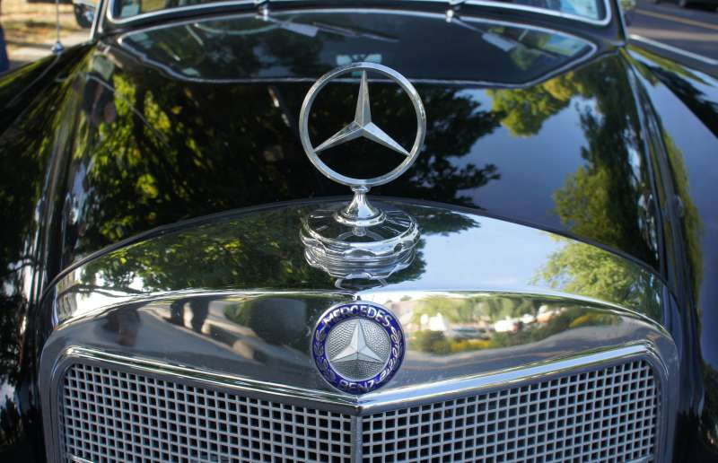 Around the world 2 Mercedes-Benz retro