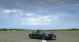 Cel mai amuzant record mondial: să prinzi o minge de golf într-un Mercedes SLS Roadster