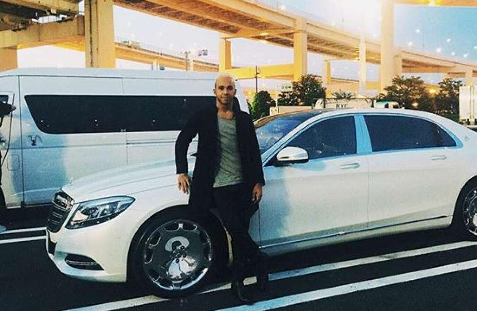 Nu e tocmai genul lui de mașină: Lewis Hamilton a primit un Maybach