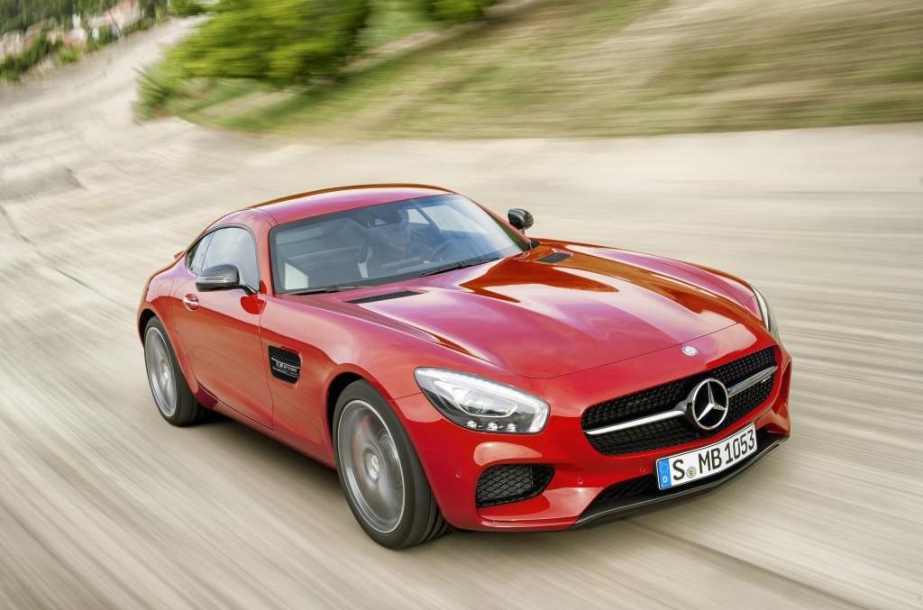 Încă un hat-trick pentru Mercedes-Benz