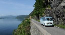 Bine ați venit în Norvegia! Fiorduri la bordul unui autobuz retro Mercedes-Benz