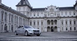 Majestatea sa, Maybach – Limuzina Mercedes merge la castel