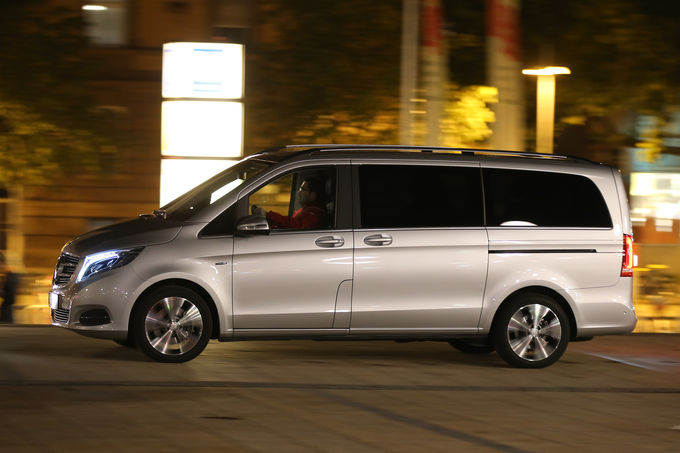 Mercedes-V-Class-vs-VW-Multivan-12